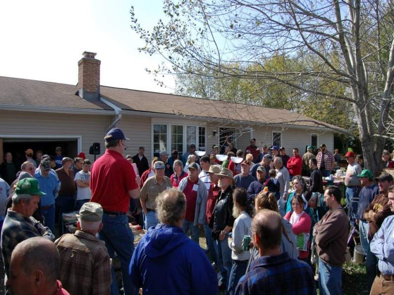 Photo of auctioneer selling house